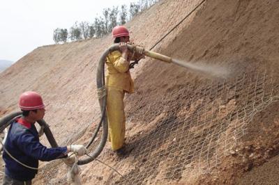 边坡绿化工程施工——客土泵湿喷现场1