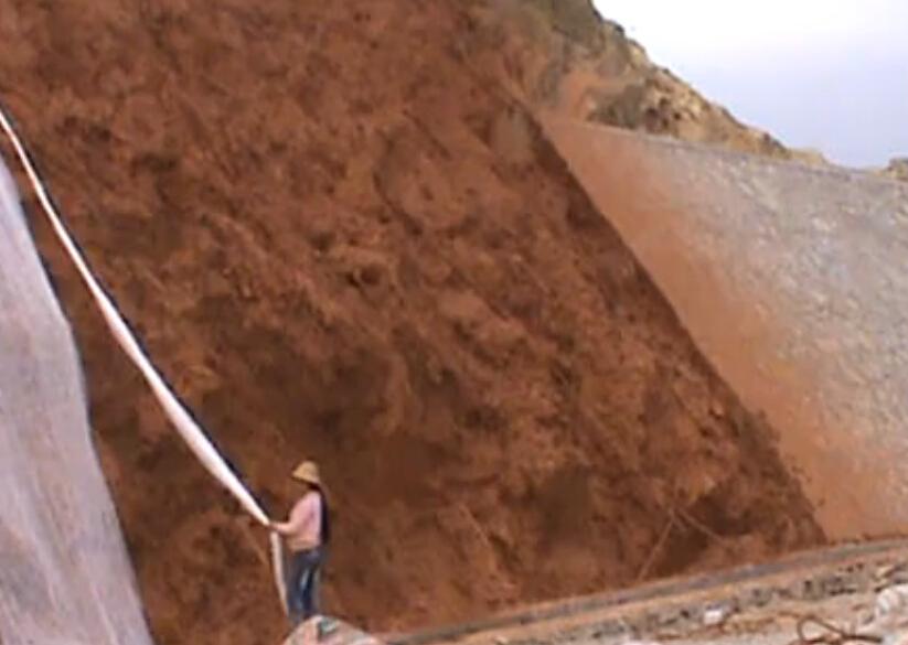 边坡绿化工程施工过程——客土泵湿喷撒种